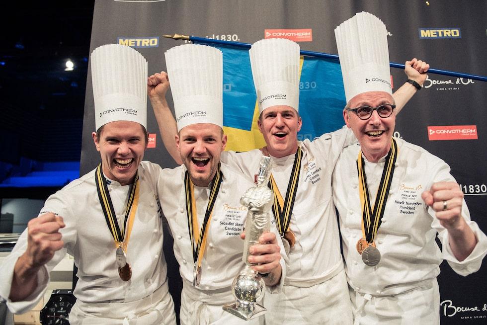 Från prisutdelningen. Från vänster: Tommy Myllymäki, Sebastian Gibrand, Gustav Leonhardt och Henrik Norström.
