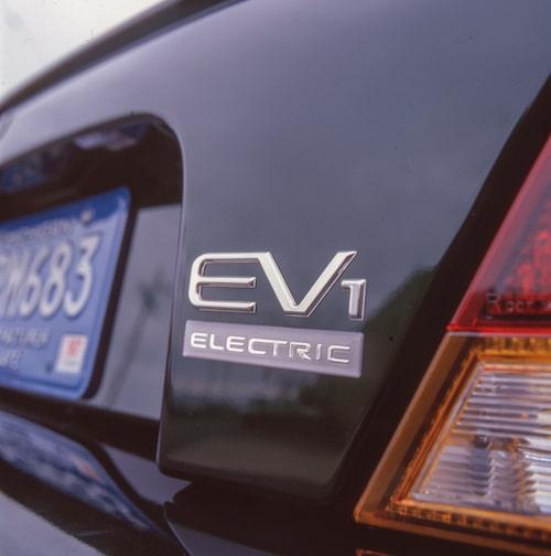 """""""Electric Vehicle 1"""", elfordon 1, är den första bilen som bär namnet General Motors. Den är strikt tvåsitsig och extremt strömlinjeformad, cW-värdet är 0,19."""