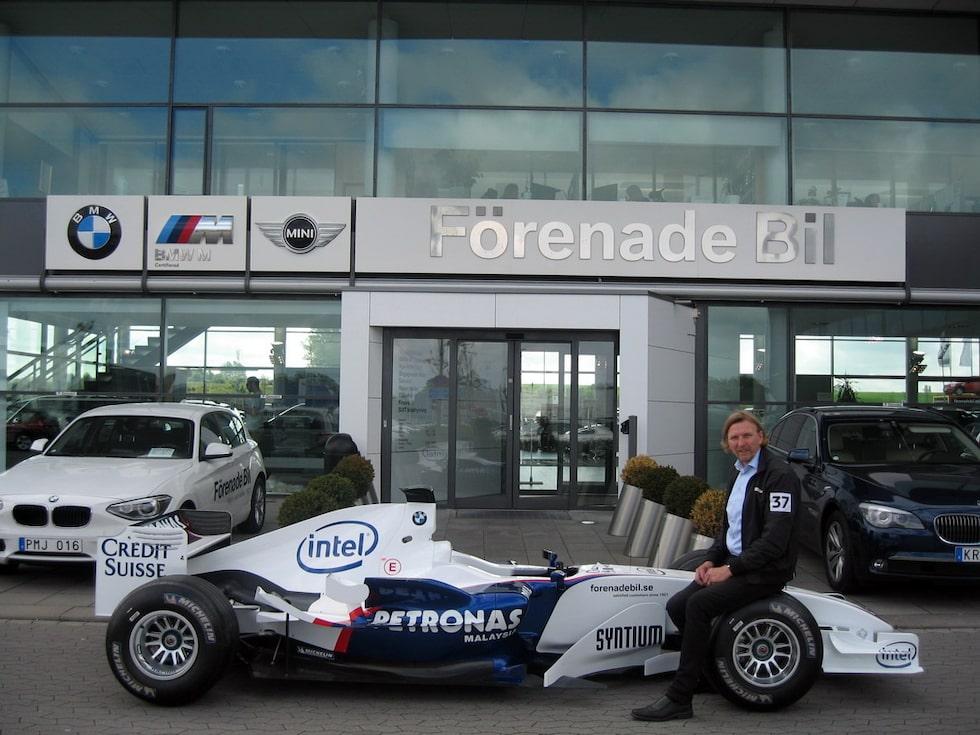 BMW Sauber F1.06 Formel 1-bil på Blocket. Rolf Ramestam på bilden med bilen.