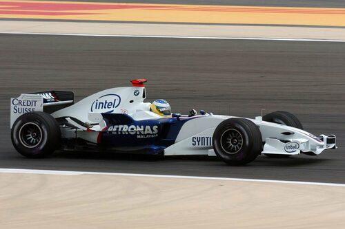 Bilen med Nick Heidfeld bakom ratten i Bahrains GP 2006.