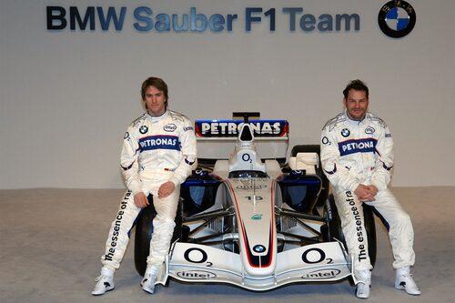 Så här såg det ut när bilen presenterades inför 2006 års säsong. Nick Heidfeld till vänster, Jacques Villeneuve till höger.