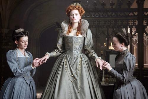 Margot Robbie som 1500-tals regenten Elisabet I i filmen Mary queen of scots.