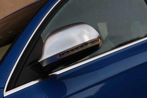 Backspegelhus med alu-look är ett typiskt S-attribut.