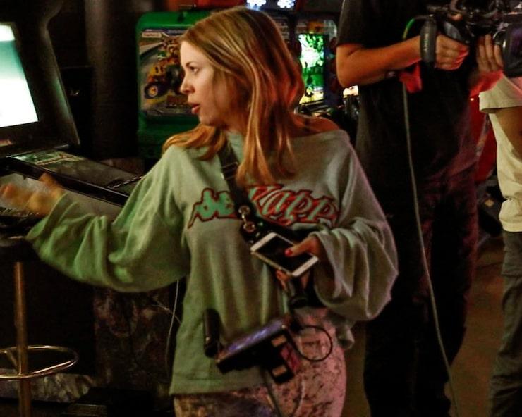 Alexandra Dahlström är numera regissör, här på filminspelning!