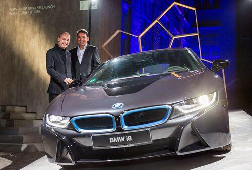 Äventyraren Bertrand Piccard, Carsten Breitfeld och BMW i8.