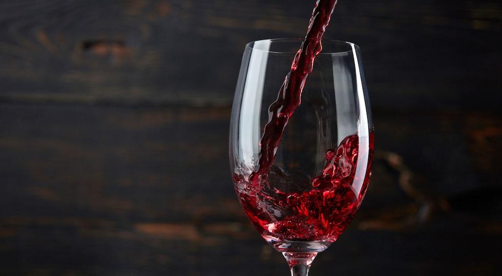 En öppnad box rödvin håller cirka 6 veckor om det förvaras i kylskåp.