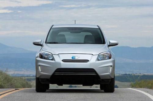 Tesla står för tekniken men bilen monteras ihop i Toyotas kanadensiska fabrik i Ontario. Med de 383,5 kilo tunga batterierna väger bilen in på 1 829 kilo.
