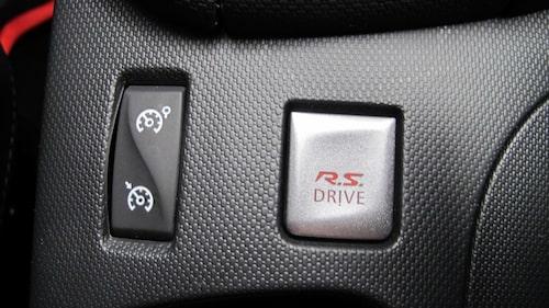 Farthållare är standard i alla Clio men RS Drive-knappen hittar du bara i Clio RS.