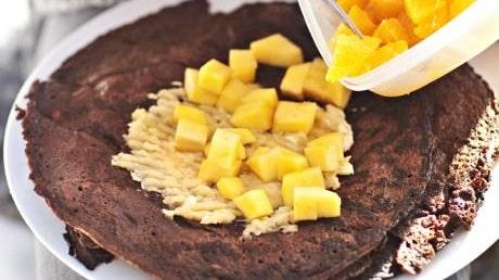 Chokladpannkakor med färsk frukt