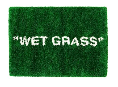 Mattan WET GRASS är en lek med begreppen inomhus och utomhus.