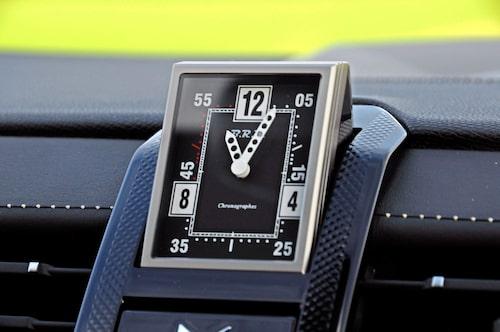 Klockan från franska BRM snurrar 180 grader när du startar bilen. Standard på DS7 Rivoli.