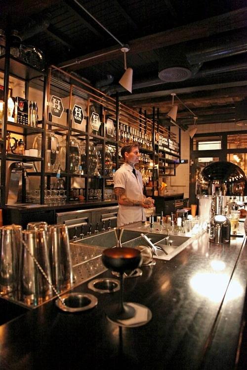 Njut en drink i Himkoks prisade bar.