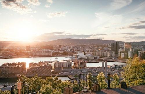 Oslos skyline med modern arkitektur.