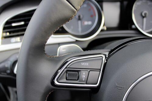... och så här i en Audi S5. Funktionen är den samma även om utformningen skiljer sig en del åt.