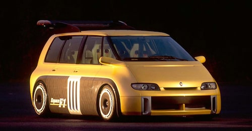 Det är inte första gången som Renault skapar något oerhört snabbt baserat på en modell man minst anar kan vara sportigt lagd. Vem minns inte galna Renault Espace F1 från 1995? Mycket kolfiber och med mittmonterad V10-motor på 800 hästkrafter hämtad från Formel 1-bilen Williams-Renault FW15C. Tyvärr gick den aldrig vidare från konceptstadiet. Bättre lycka för Zoe E-Sport Concept?