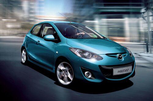 Mazda 2 uppdateras både sett till det yttre och inre, inklusive motor och chassi.