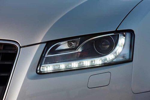 LED-ljusen ger Audi en karaktäristisk front. Att smycka med ljus har blivit högsta mode i bilindustrin.