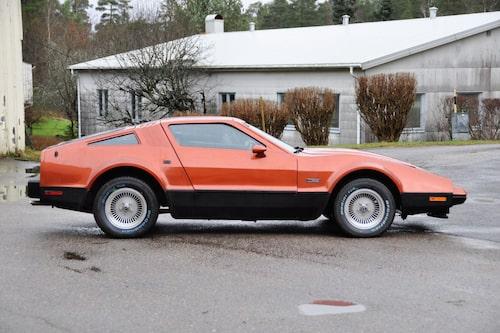Sportbilsformer som känns igen, lite samtida Datsun-former blandat med amerikanskt.