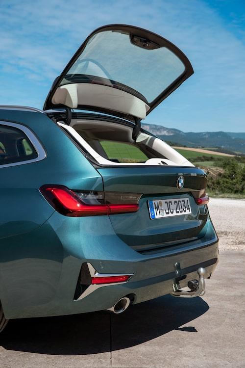 BMW släpper inte den uppfällbara bakrutan. Praktisk och omtyckt detalj.