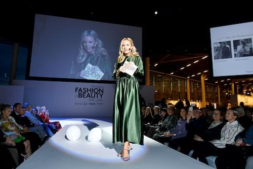 Dagen avslutades med gala då Damernas Världs prestigefyllda modepris Guldknappen delades ut. Sofi Fahrman var kvällens konferencier.