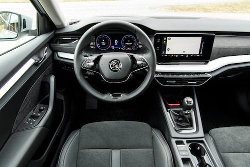 Skoda har sparat in på en ratteker, nya Octavia har bara två. Genomgående hög kvalitetskänsla.