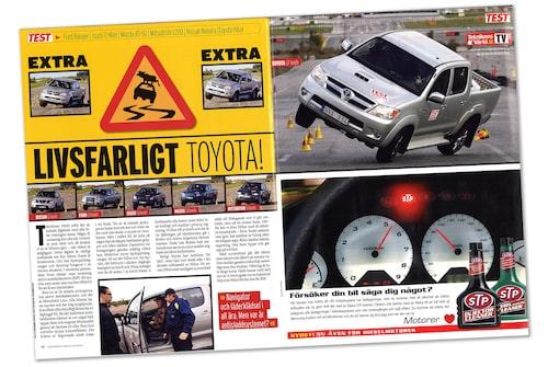 Historien om Toyotas problem i våra älgtest börjar i Teknikens Värld nummer 23/2007 där Hilux är väldigt nära att slå runt.