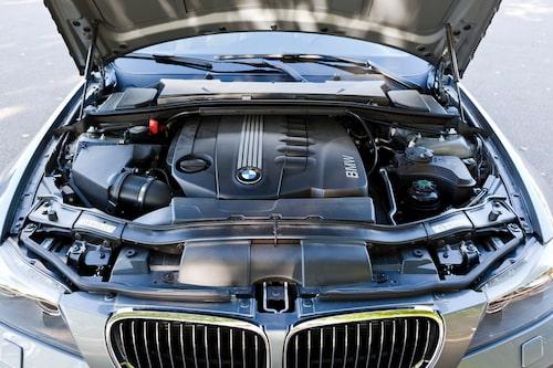 ...och motor ut när det levereras 245 hästkrafter.