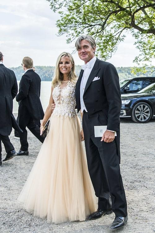 Sofi Fahrman med pojkvännen Fillip Engelbert på Louise Gottliebs bröllop.