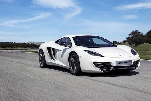 Utseendemässigt är det inga skillnader bortsett från modifierade McLaren-emblem. Desto fler nyheter finns under skalet.