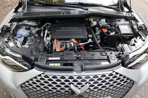 Drivlinan är den samma som i Peugeot e -208. Trots 136 hk känns den en aning trött.