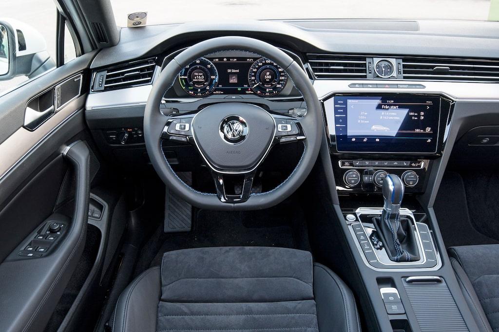 Instrumentpanelen känns igen av alla som har kört en VW-produkt i modern tid. Bra ergonomi.