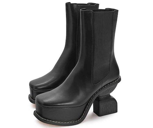 Loewe producerar loafers, sneakers och mer robusta stövlar, som ovan.
