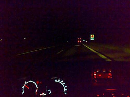 Mörkt som på natten... kanske för att det är just natt. Hedberg efterlyser kraftigare halvljus på Fiestan.