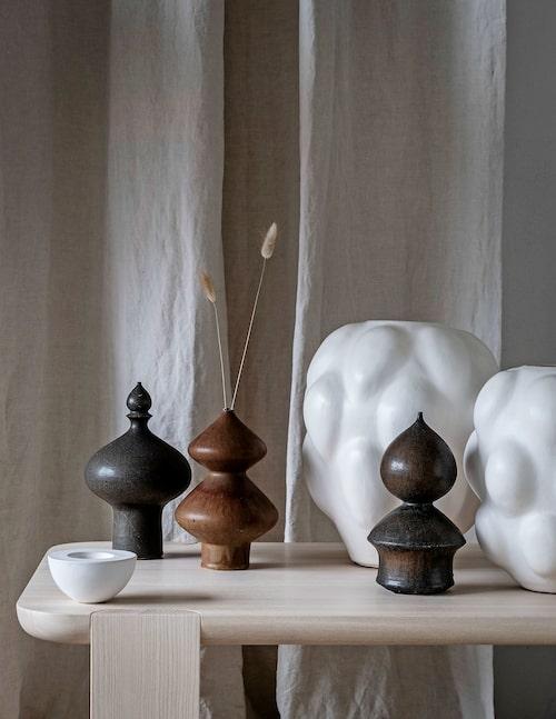 Bruna vaser, holländskt 70-tal, av Geert Schreuder,vita vaser, Dusty deco ceramic collection.