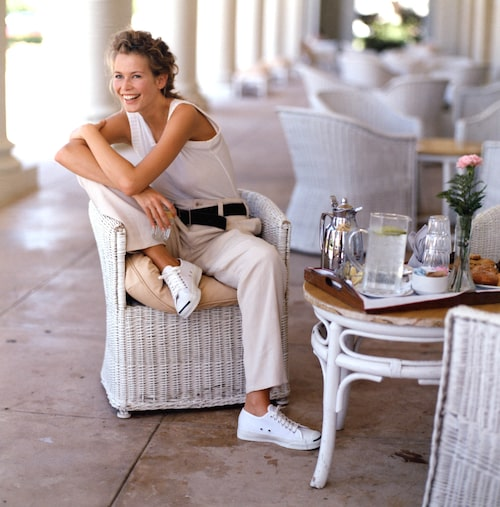 Claudia Schiffer i tidlösa sneakers.