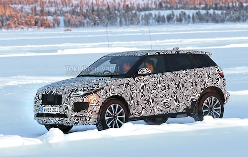 Kommande Jaguar E-Pace testas i lånat skal från koncernkollegan Range Rover Evoque. Foto: CarPix.