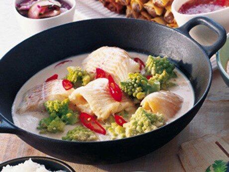 Fisk med kryddig kokossås