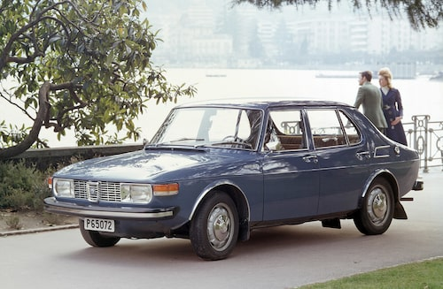 Under våren 1970 kom fyrdörrars sedanvarianten av Saab 99.