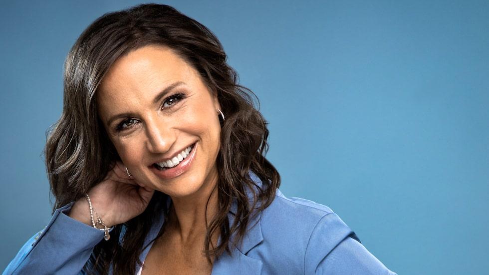 Roliga, smarta Petra Mede har en bakgrund som dansare, och kliver nu in som ny programledare för TV4:s Lets dance.