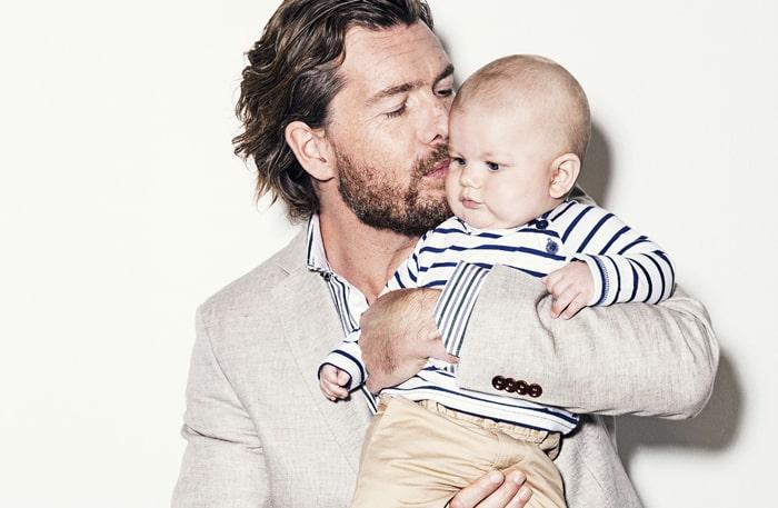 Patrick Grimlund med minstingen, sonen Jack, 7 månader.