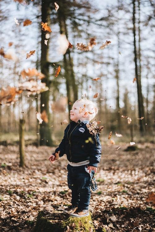 Naturen är föräldrars bästa resurs nu i corona-tider, menar barnpsykologen.