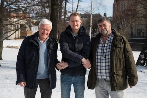 Richard Göransson önskas lycka till av Lennart Bohlin, t v och Mike Luff.