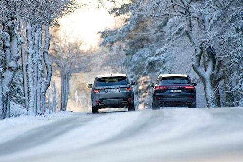 Drygt tre mil vinterväg, det klarar båda två på ren eldrift.