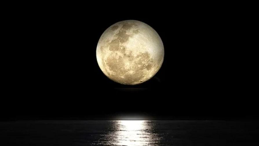 Den här fullmånen avslutar en del av ditt liv och ger dig chansen att börja om på nytt gällande något som känns viktigt för dig personligen. Det du startade för ca 6 månader sedan kommer nu till avslut.