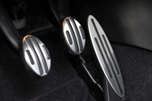 """Detaljer som avgör. Mini """"med extra allt"""" i stort som smått – hjul, knopp och pedaler."""