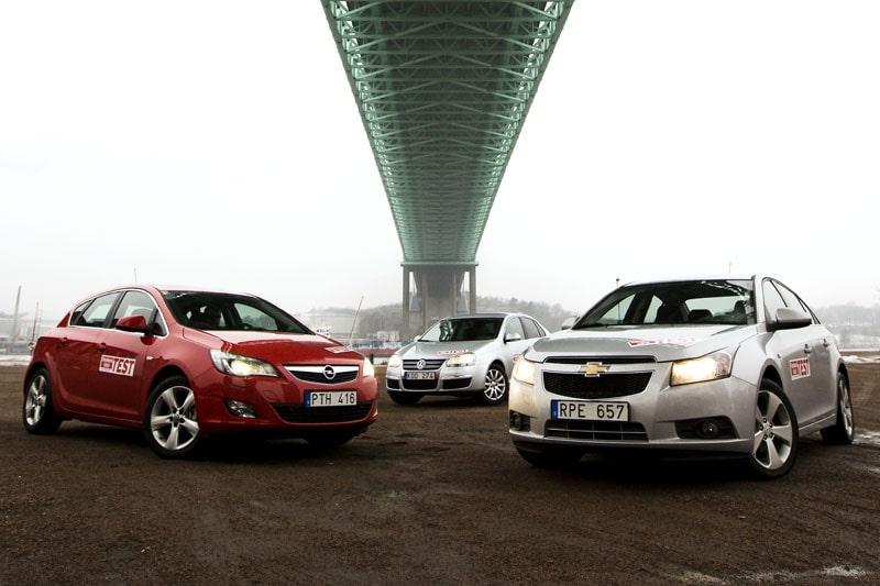 Nya Opel Astra och trotjänaren VW Jetta tar sig an nykomlingen Chevrolet Cruze.