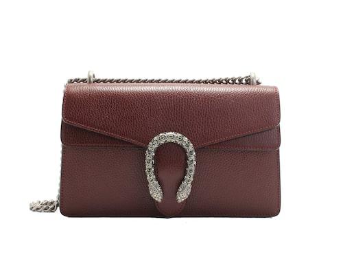 Bordeaux-färgad Dionysus-väska från Gucci. Klicka på bilden och kom direkt till väskan.