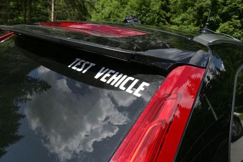 """Extra antenner tillsammans med texten """"Test vehicle"""" är det enda som röjer hemligheten."""