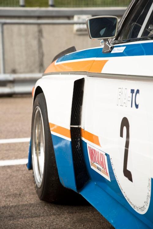 Den breda formen fick bilen till säsongen 1974. Vackert!