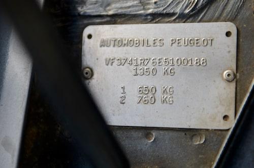 Chassiplåten förkunnar att detta är den 188:e tillverkade 205 Turbo 16.